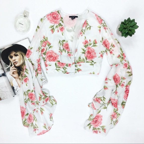 7a4a4465f22 Forever 21 Tops - forever 21 • floral boho crop top